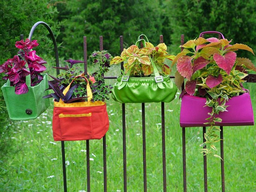 cvetniki i klumby svoimi rukami iz podruchnyh materialov foto 16